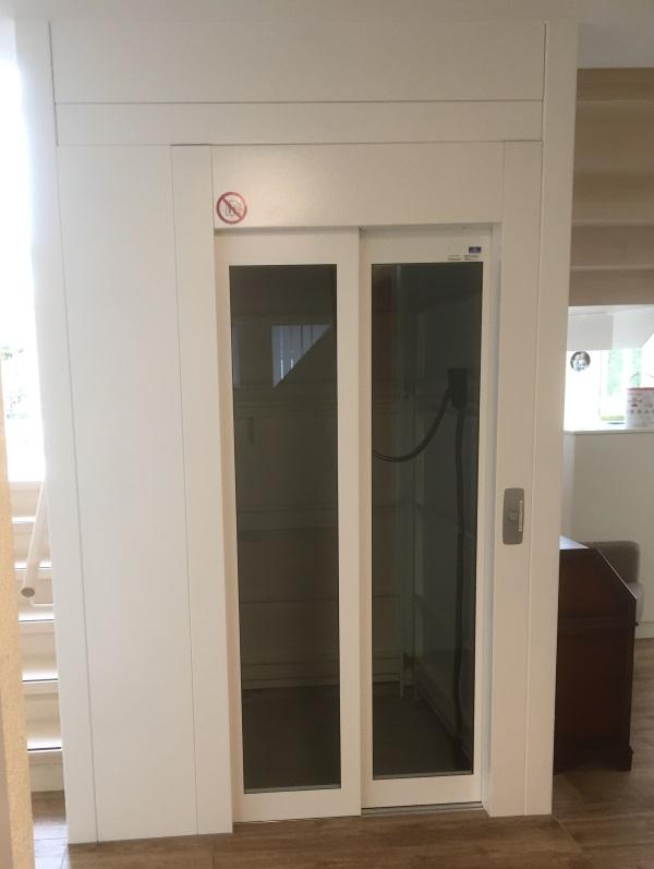 Senkrechtlift in einem Alters- und Pflegeheim Rüegsauschauen