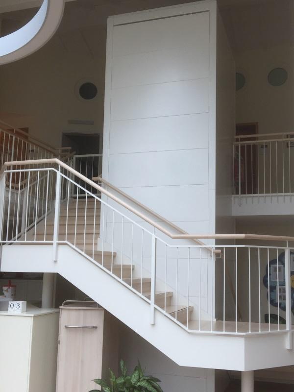Senkrechtlift in einem Alters- und Pflegeheim