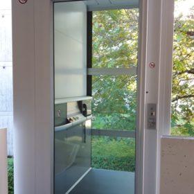 ueberuns-aktuelles-senkrechtlift-aussen-freienbach-1